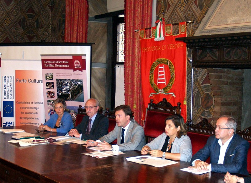 During the press conference in Verona Mr. Ambrosini (Province of Verona, 3rd f.l.) and Mrs Pavesi (City of Verona, 2nd f.r.) explained the aims and effects of the European culture route FORTE CULTURA for the fortress cities on the tourist markets