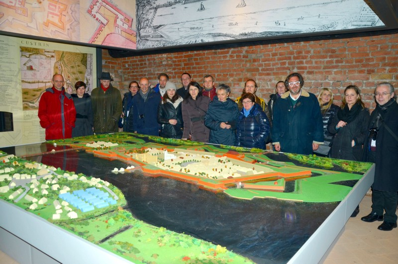 At the end of the conference, a part of the participants had have the occasion to visit the new exhibition about the fortress Kostrzyn in Bastion Philipp. Foto: H.-R. Neumann